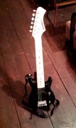 新しいギターが仲間入り!!